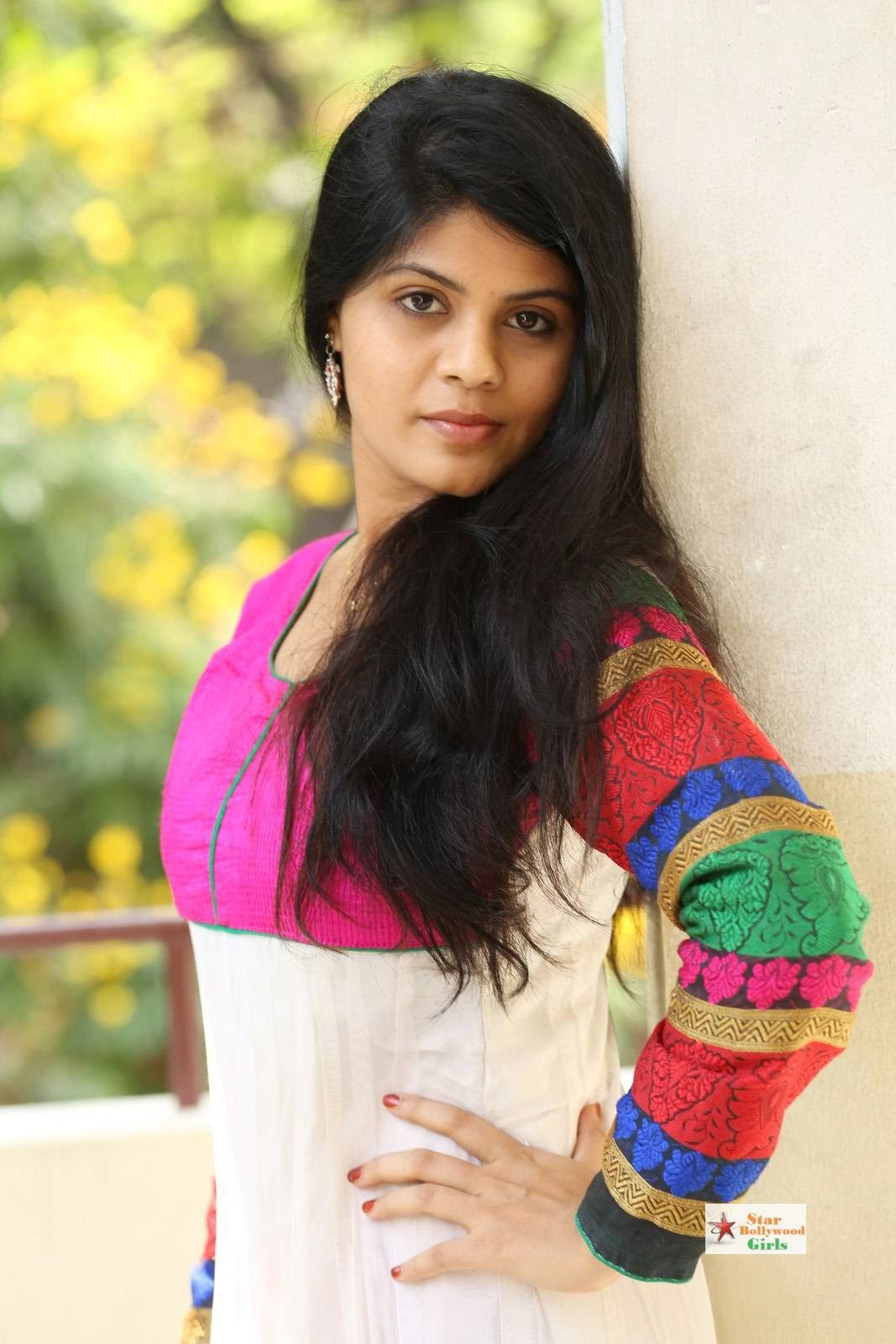 Nairuthi-Photo-Shoot-Stills-11