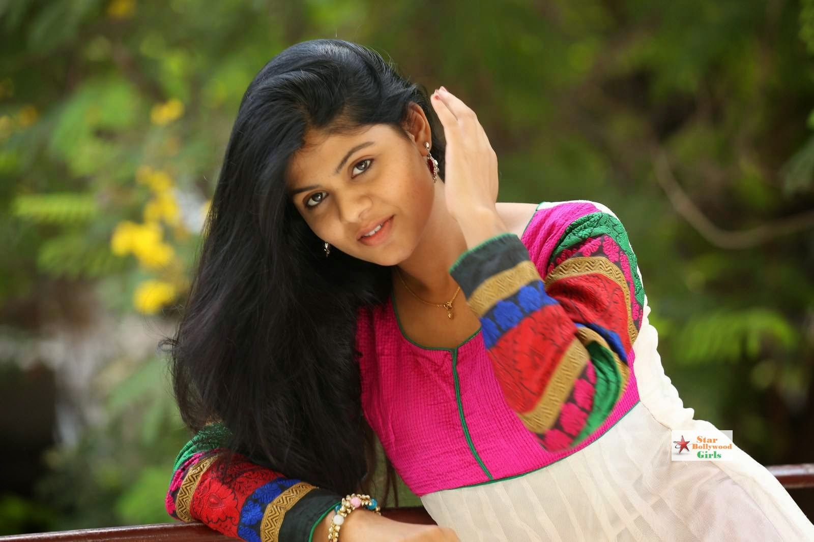 Nairuthi-Photo-Shoot-Stills-3
