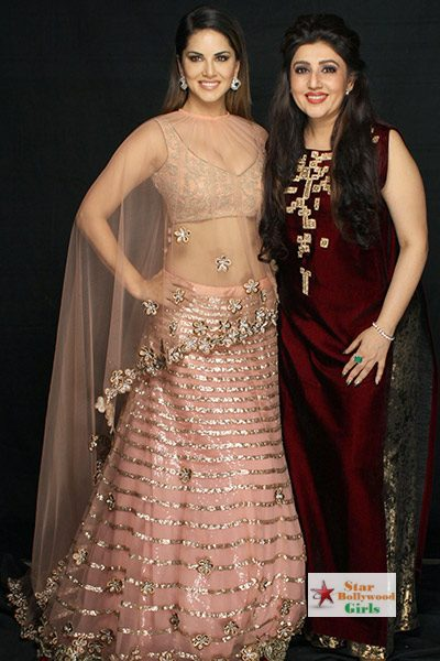 sunny-leone-with-designer-archana-kocchar-during-launch-of-her-new-collection-201512-637843