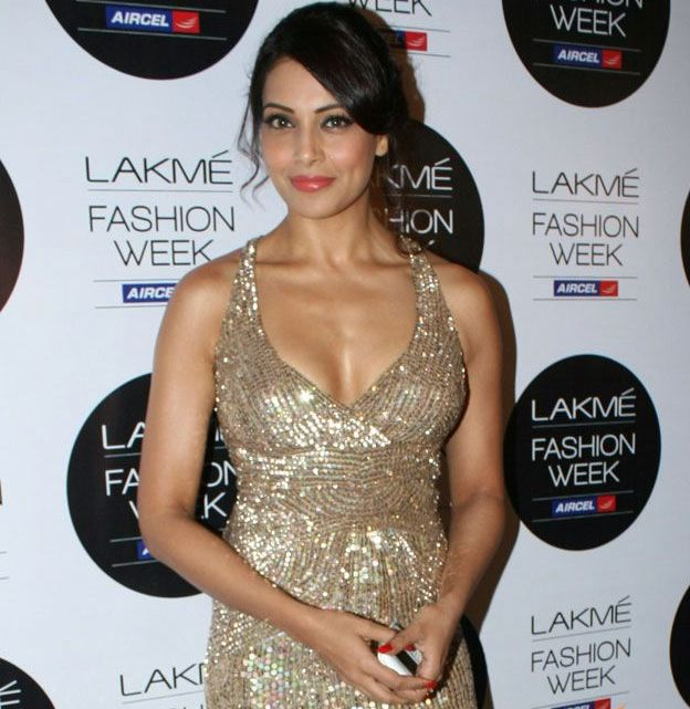 Bipasha Basu NOT a fan of secret weddings