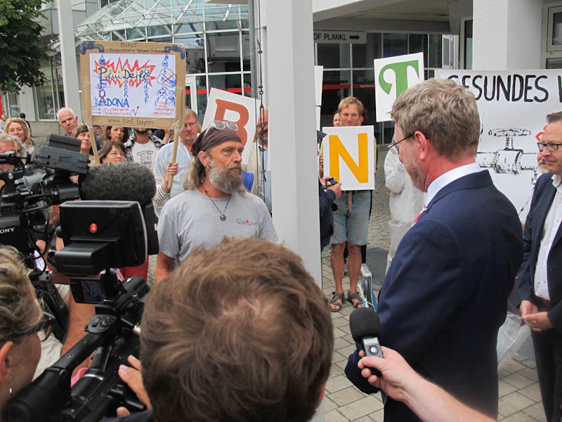 Demo in Altötting zum Besuch des bayrischen Ministers für Umwelt- und Verbraucherschutz Dr. Marcel Huber