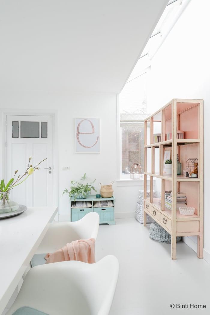 Interieurinspiratie eetkamer uitbouw pastelkleuren ©BintiHome