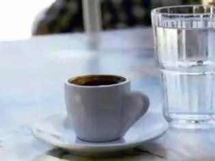 o-ellinikos-kafes-mystiko-makrozoias-fiahno
