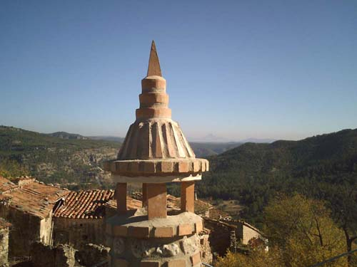 Chimenea y la Penyagolosa (Máxima altura de la Comunidad Valenciana)