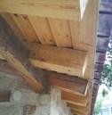 Estructura madera y piedra. Detalle.