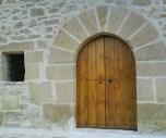 Puerta de madera de ermita