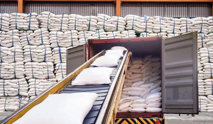 Pronostican caída de producción de azúcar al mínimo en 14 años por boom de etanol en Brasil