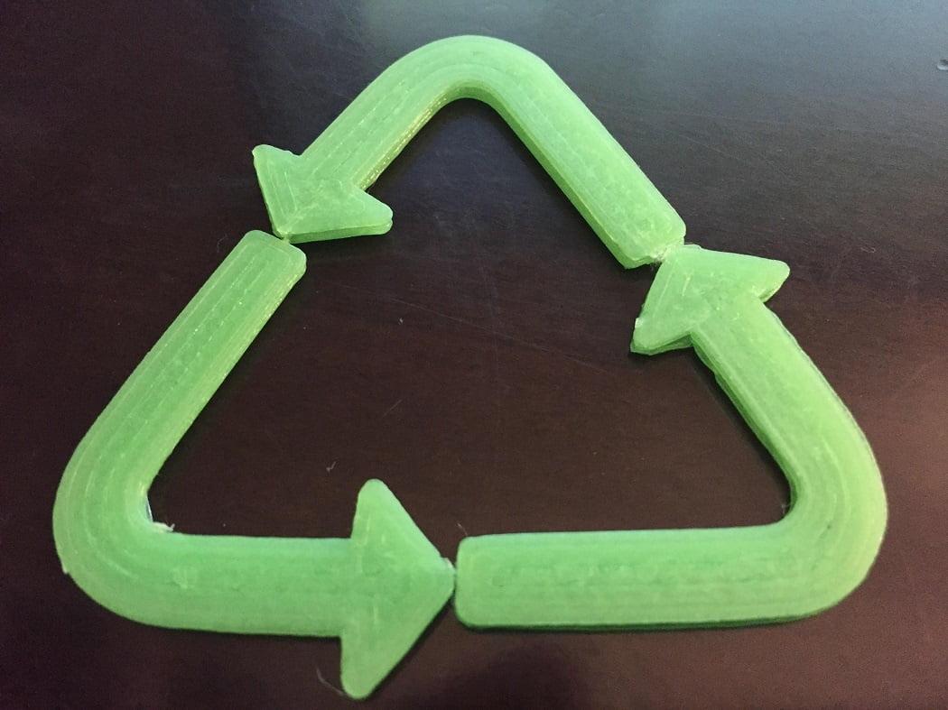 Desarrollan un proceso que obtiene solventes verdes a partir del reciclaje de bioplásticos