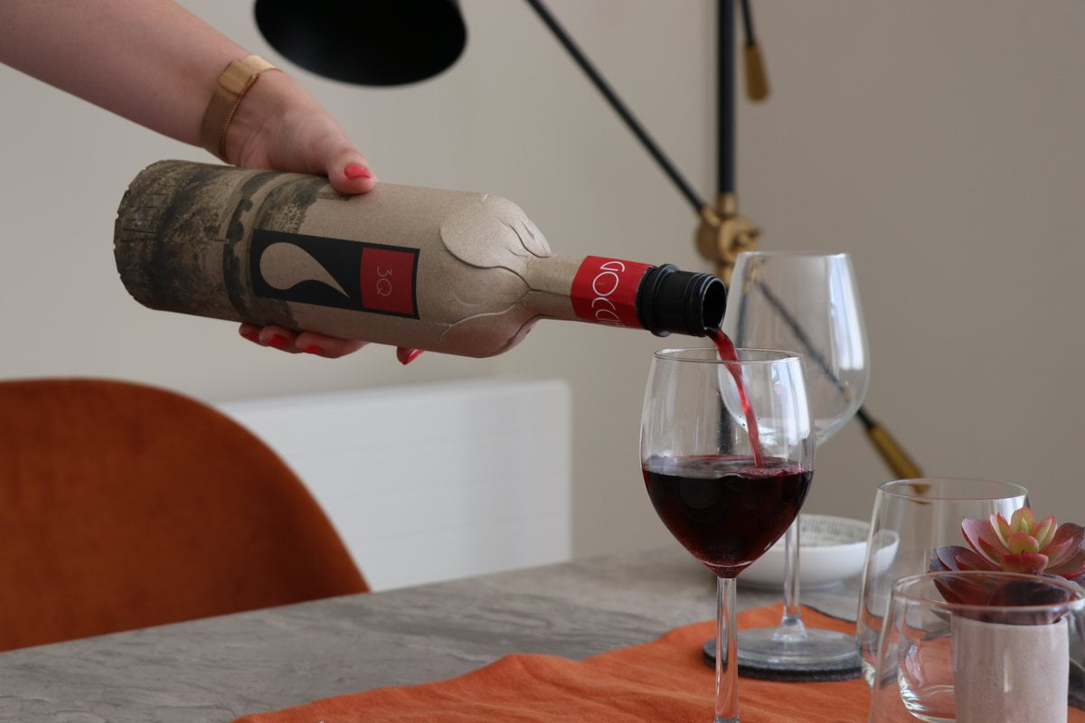 Una botella de papel podría revolucionar los envases en la industria del vino