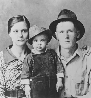 1_Elvis Presley poses for a family portrait with his parents Vernon Presley and Gladys Presley in 1937 in Tupelo, Mississippi. (Photo by Michael Ochs Archives:Getty Images)