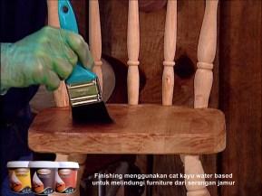 finishing menggunakan cat kayu water based untuk melindungi furniture dari serangan jamur