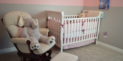 Comment dépoussiérer efficacement la chambre de bébé ?