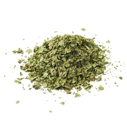 Les feuilles de graviola anticancer ont été concassées, car sinon elles ne passaient pas dans la casserole, ou la théière pour la préparation.