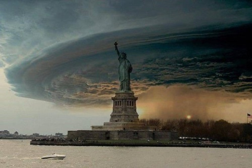 hurricane_sandy_threatening_newyork_oct2012
