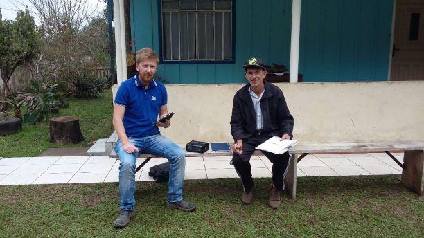 Atendimento do consultor Paulo Mudrei na propriedade do agricultor Reinaldo Lehun, em União da Vitoria-PR