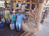 José Garcia com a esposa e o filho Emerson, o construtor do mangueiro. Fotos Regina Groenendal/IBS
