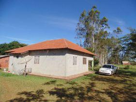 Casa da família do agricultor Eleandro Corrêa construída por ele próprio.