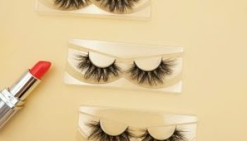 What should I pay attention to when looking at the eyelash factory?