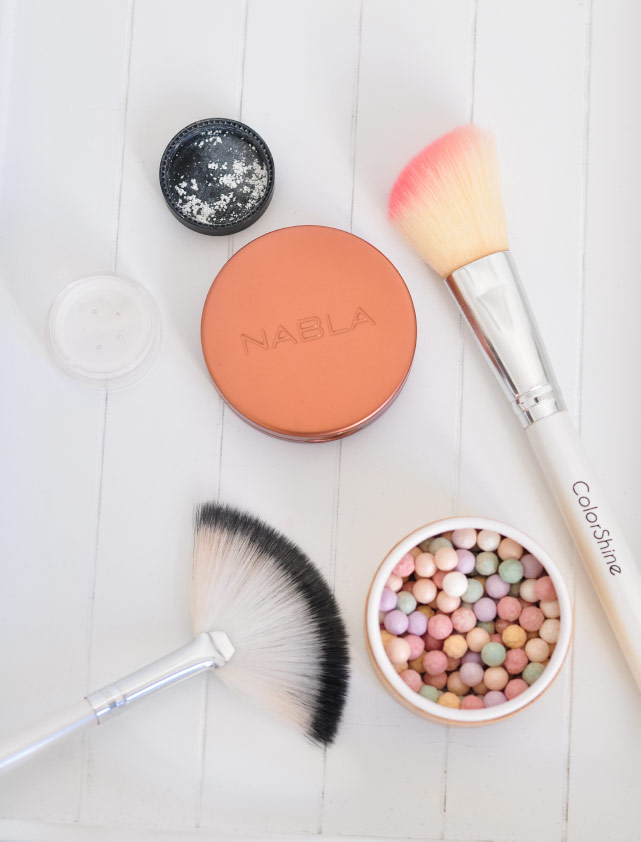 Un make-up du teint avec du maquillage bio & naturel des marques Nabla, Lavera, Avril, Lily Lolo, Couleur caramel
