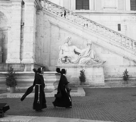 Des bonnes soeurs dans les rues de Rome - ici au Capitole