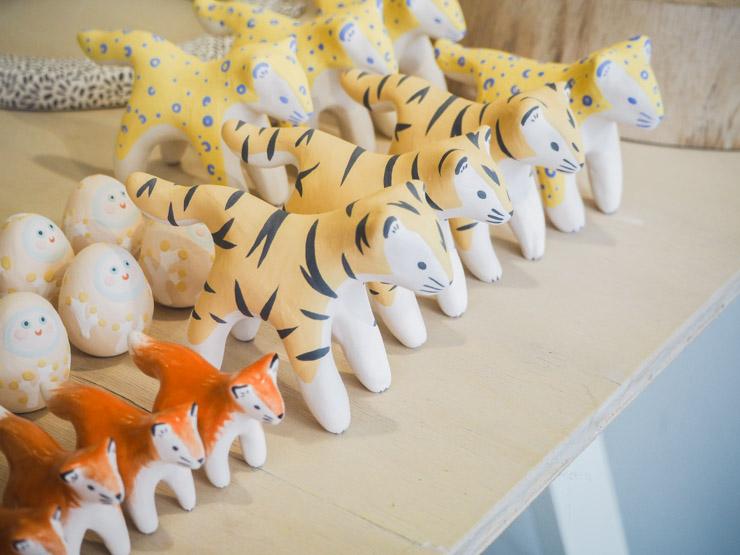 Des petits tigres en céramique chez Dodo Toucan