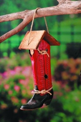 Cowboy Boot Birdhouse Backyard Projects Birds And Blooms