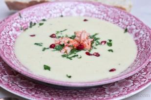 Sellerie-Suppe mit Flusskrebsen und Granatapfelkernen