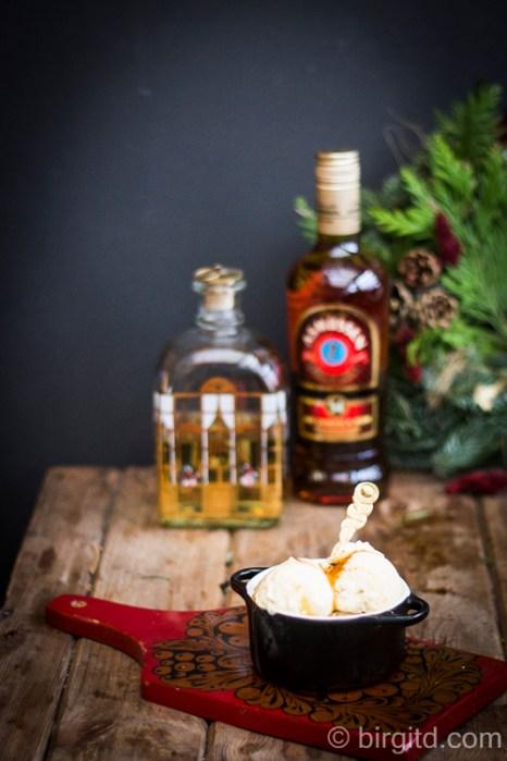 Malaga-Eis mit Rum-Rosinen