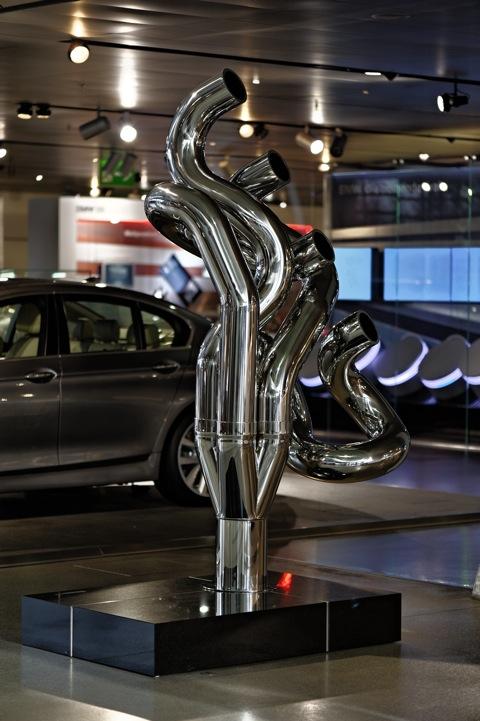 Bild: Skulptur in der BMW WELT in München.