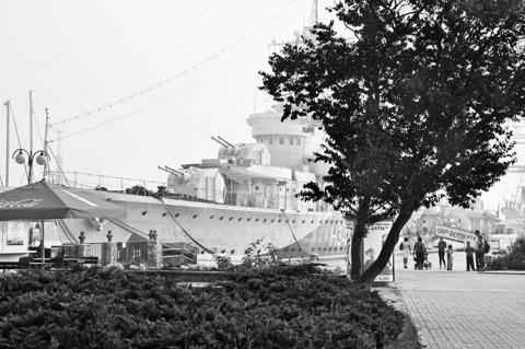 Bild: Britisches Kriegsschiff aus dem Zweiten Weltkrieg im Hafen von Gdynia.