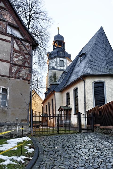 Bild: Die Kirche zu Wippra während der Blauen Stunde.