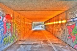 Bild: Fußgängertunnel im Münchner Stadteil Pasing. NIKON D700 mit AF-S NIKKOR 28-300 mm 1:3,5-5,6G ED VR ¦¦ ISO200 ¦ f/11 ¦ 1 s ¦ 28 mm.