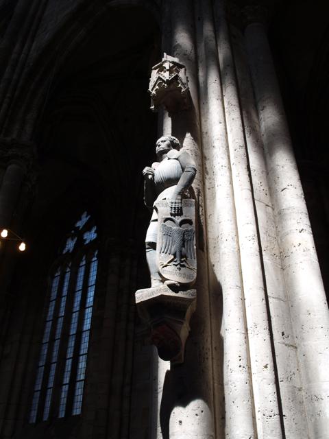 Bild: Skulpturen im Dom zu Halberstadt. Olympus E520 mit Objektiv Olympus Zuiko Digital 14-42 mm F3.5-5.6.