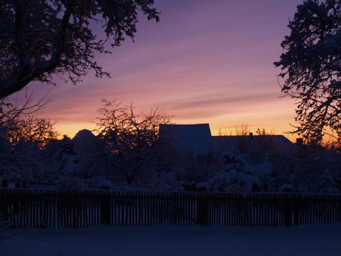Bild: Sonnenaufgang an einem kalten Wintertag im Januar über Greifenhagen im Landkreis Mansfeld-Südharz. Olympus E520 mit Objektiv Olympus Zuiko Digital 14-42 mm F3.5-5.6.