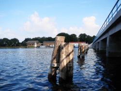 Bild: Insel Rügen - An der Brücke zwischen der Insel Rügen und Waase. SONY DSC-H5. Brennweite 6 mm - Blendenöffnung f 4 - Verschlusszeit 1/800 s - ISO 125. Bild © 2006 by Birk Karsten Ecke.
