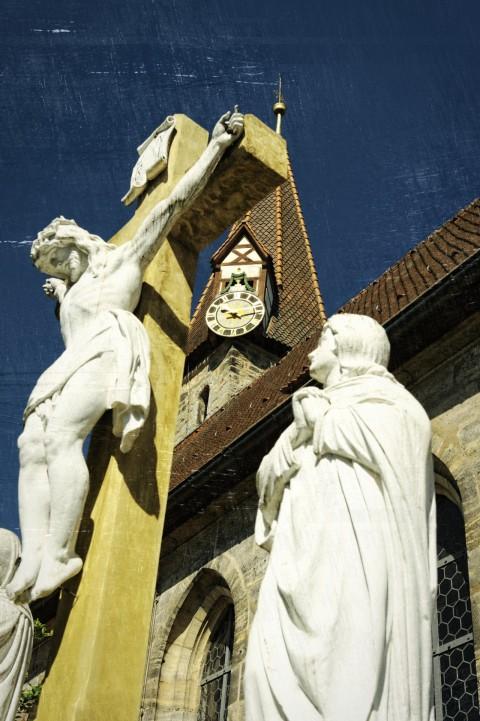 Bild: An der Kirchenburg zu Effeltrich. NIKON D700 mit AF-S NIKKOR 24-120 mm 1:4G ED VR.