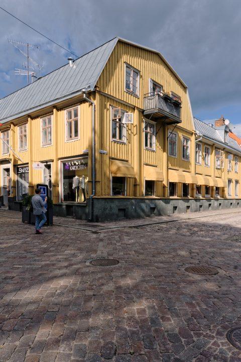 Bild: Eines der zahlreichen Holzhäuser in der Altstadt von Kalmar. NIKON D700 mit NIKKOR 24-120 mm 1:4G ED VR.