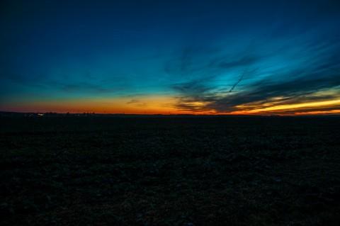 Bild: Sonnenuntergang über Quenstedt im Landkreis Mansfeld-Südharz. NIKON D700 mit AF-S NIKKOR 24-120 mm 1:4G ED VR. ISO 200 ¦ f/11 ¦ 24 mm ¦ 1.3 s ¦ kein Blitz. KODAK Ectachrome 100 VS. Klicken Sie auf das Bild um es zu vergrößern.