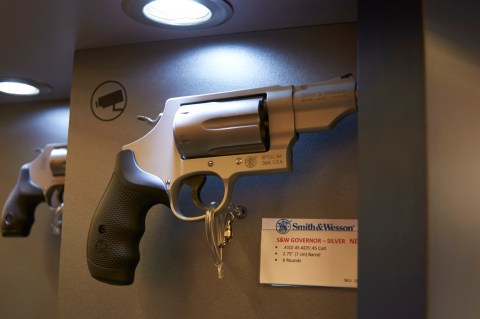 Bild: Smith&Wesson Revolver zum verschießen der Kaliber .45ACP, .45LC und .410 Schrot.