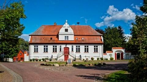 Bild: Das Gutshaus Groß Schoritz ist das Geburtshaus des Dichters und Historikers Ernst Moritz Arndt. Klicken Sie auf da Bild um es zu vergrößern.