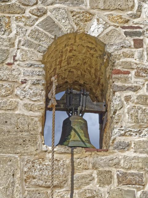 Bild: Glocke der Kirche der Konradsburg bei Ermsleben (Stadt Falkenstein im Harz) im Unterharz. Klicken Sie auf das Bild um es zu vergrößern.