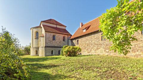 Bild: Die Kirche der Konradsburg bei Ermsleben (Stadt Falkenstein im Harz) im Unterharz. Klicken Sie auf das Bild um es zu vergrößern.