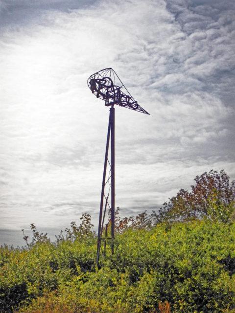 Bild: Auf dem Hochuferweg vom Fisscherdorf Vitt zum Kap Arkona lassen sich einige Kunstwerke finden. Klicken Sie auf das Bild um es zu vergrößern.
