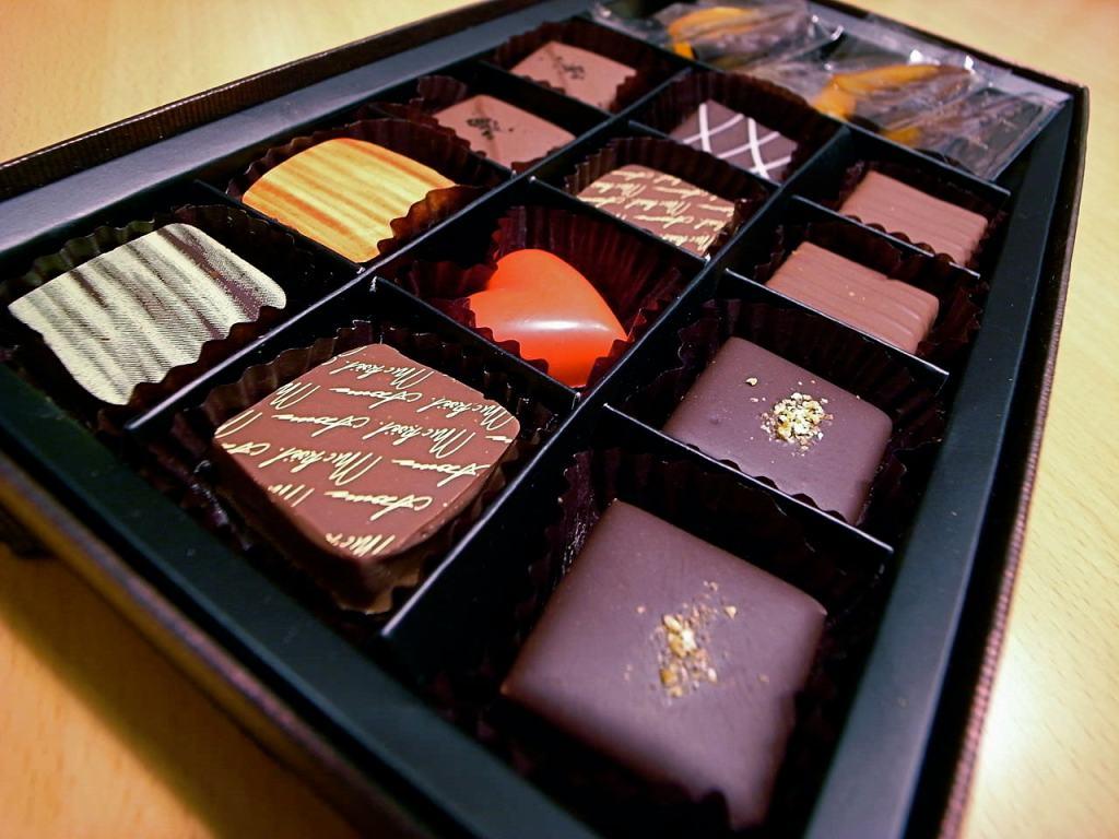 1280px-Valentine's_Day_Chocolate