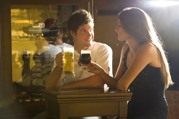 couple-drinking-beer
