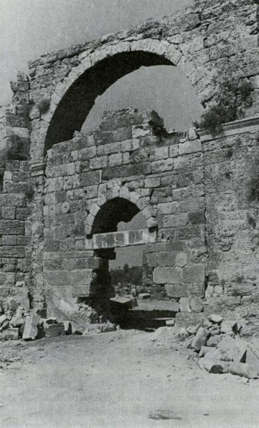 Tarihi Side kapısı