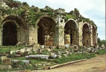 Side Antik Tiyatro Girişi