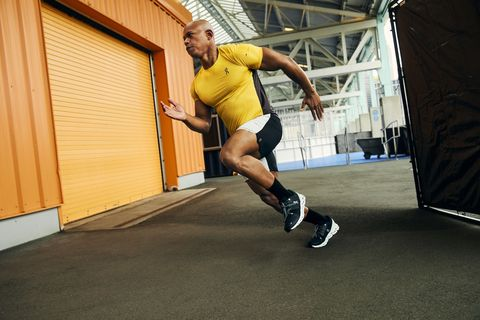 Light Speed Sprint Jahkeen Washington Performing Sprint shirt, shorts, and trainers from On