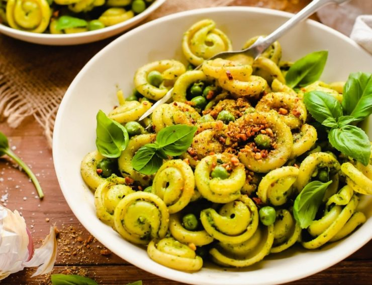 Spinach pesto noodles with almond parmesan