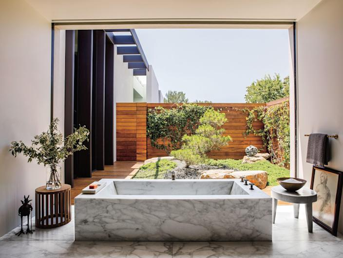 The Calacatta marble tub in Aniston's current mansion in Bel Air was custom made by its designer.